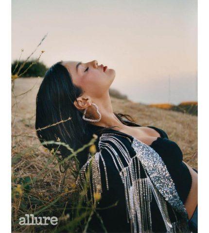 Селена Гомес рассказала о том, каксамоизучениевдохновило ее на новый альбом-430x480