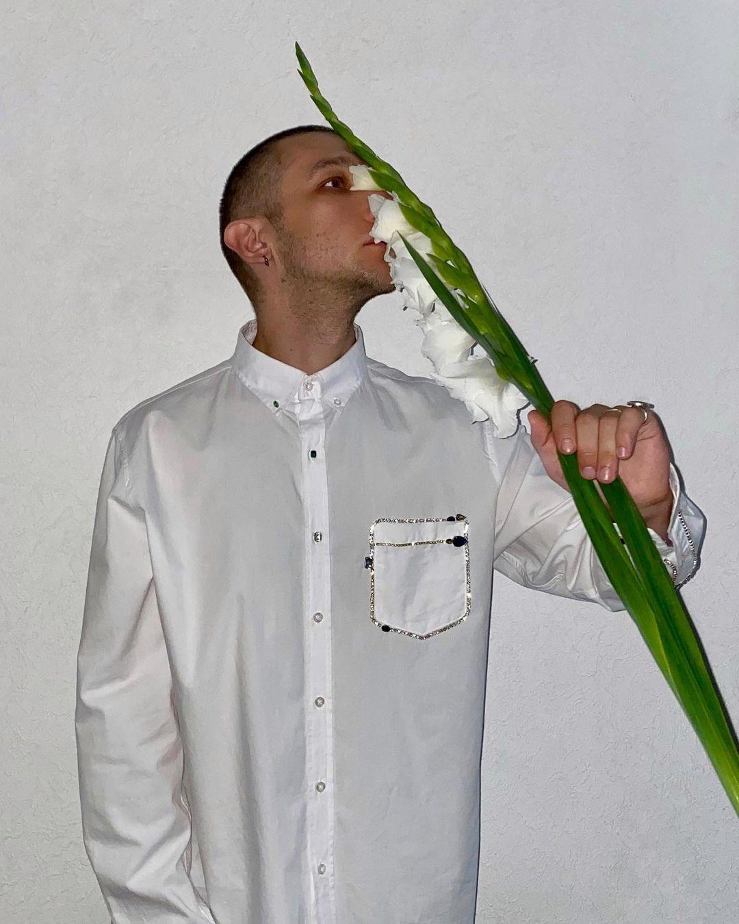 Дизайнер Костя Омеля запустил монобренд рубашек