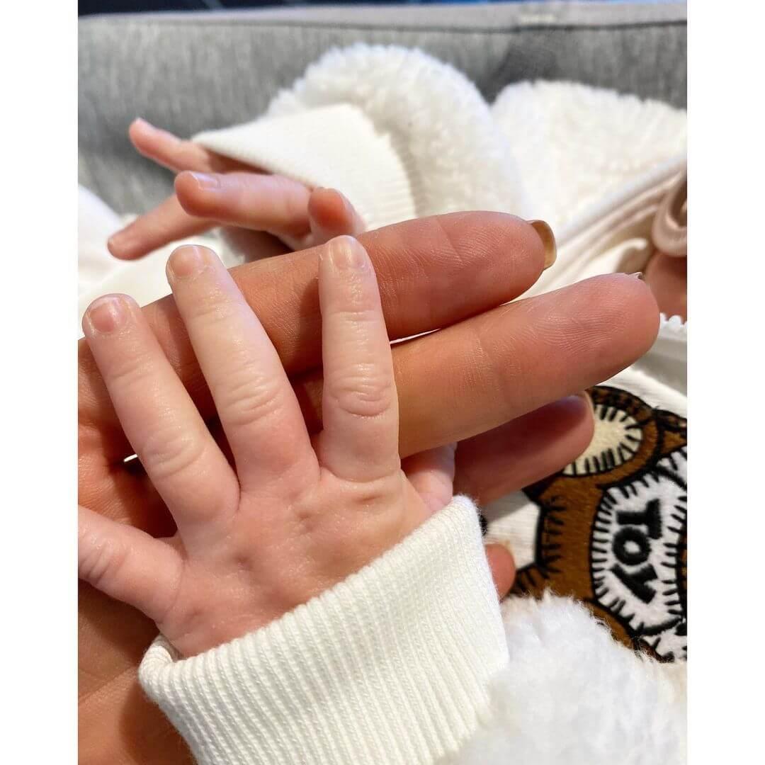 ИоландаХадид показала в подборке фото, как протекала беременность Джиджи-Фото 3