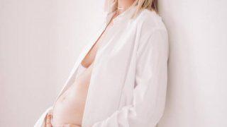 «Ангел» Victoria's Secret Каролина Куркова ждет третьего ребенка-320x180