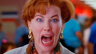 """""""Кевин!"""": Кэтрин О'Хара повторила легендарную сцену из картины """"Один дома 2""""-320x180"""