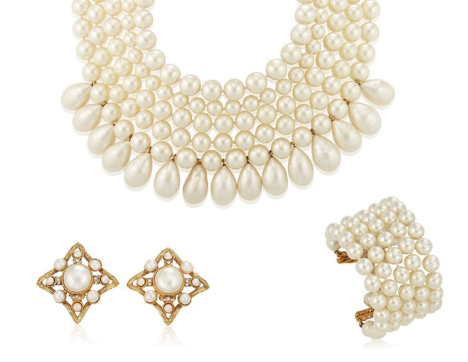 Онлайн-аукцион Christie's выставил винтажные украшения Карла Лагерфельда для Chanel