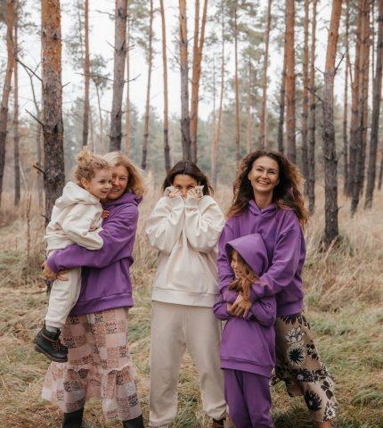Спражні цінності: Бренд Poustovit випустив дроп про родинний затишок та материнство-430x480