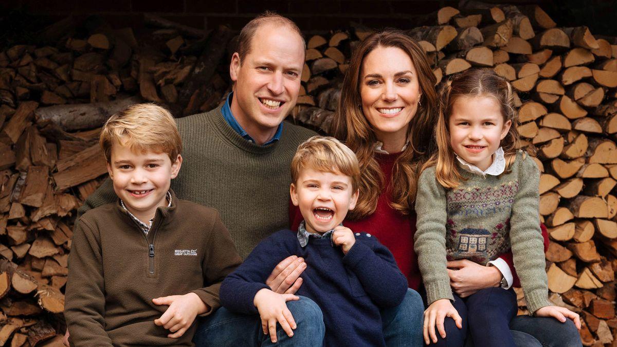 В середине декабря свою рождественскую открытку представили принцаУильяма и Кейт Миддлтон