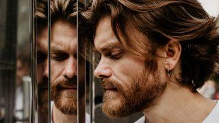 Мужчина говорит: Павел Алдошин, актер и музыкант-320x180