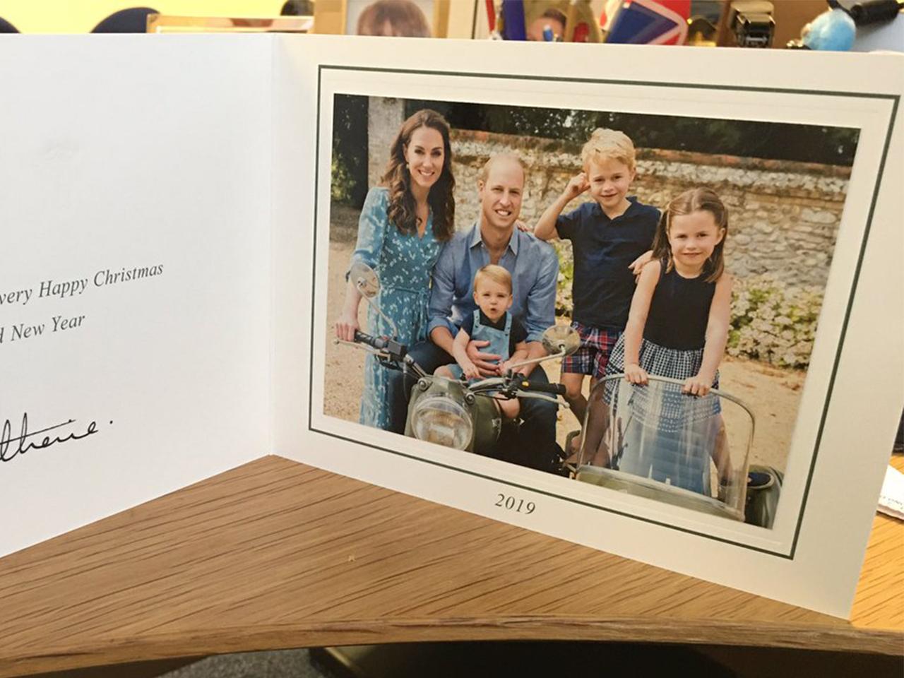 Принц Уильям и Кейт Миддлтон презентовали рождественскую открытку-Фото 2