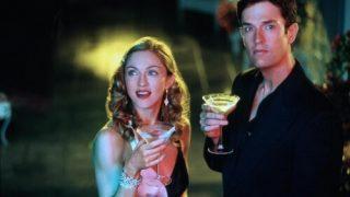 Руперт Эверетт принес извинения Мадонне за жестокие слова-320x180