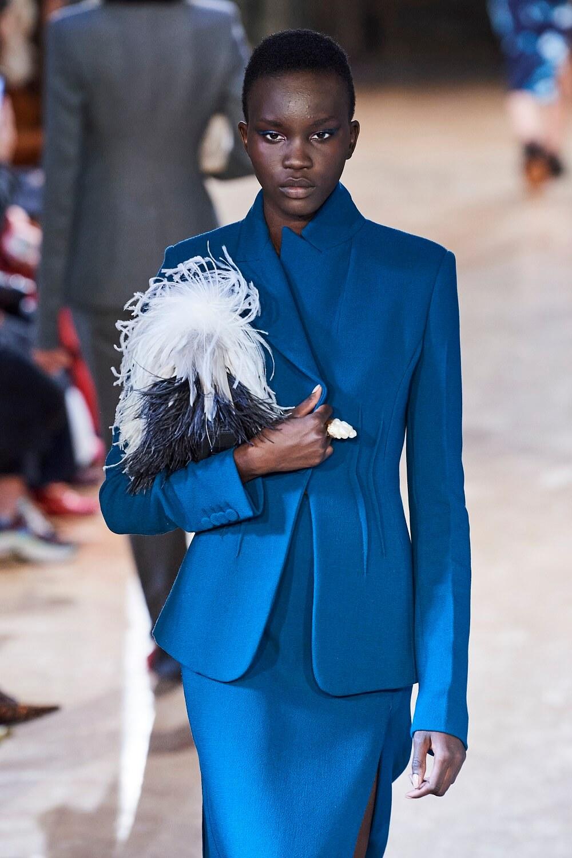 Гордость и предубеждение: Какие оттенки нужно носить зимой 2021-Фото 8
