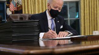 Джо Байден подписан только на один звездный аккаунт в Твиттере, который не связан с политикой-320x180