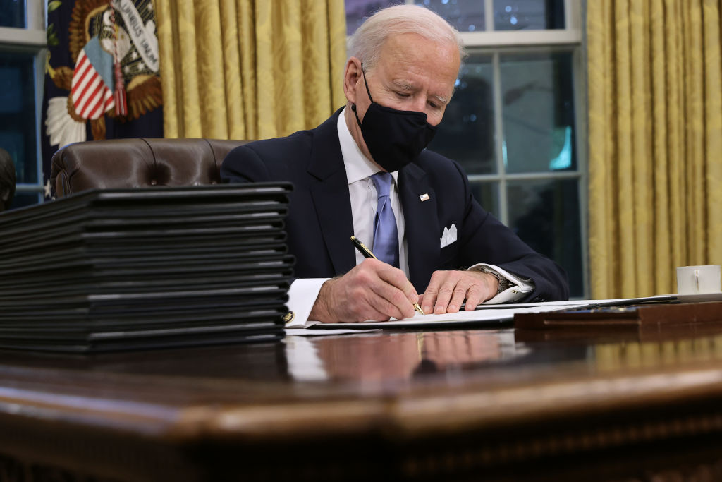 Джо Байден подписан только на один звездный аккаунт в Твиттере, который не связан с политикой-Фото 1