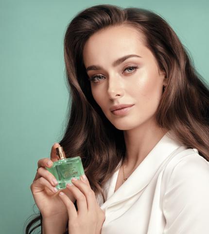 Ксенія Мішина стала обличчям нової лінійки парфумів TTA від Avon-430x480