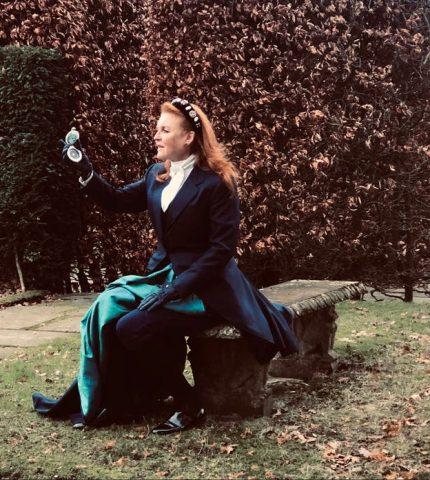Родственница королевы Елизаветы II и подруга принцессы Дианы написала исторический роман-430x480