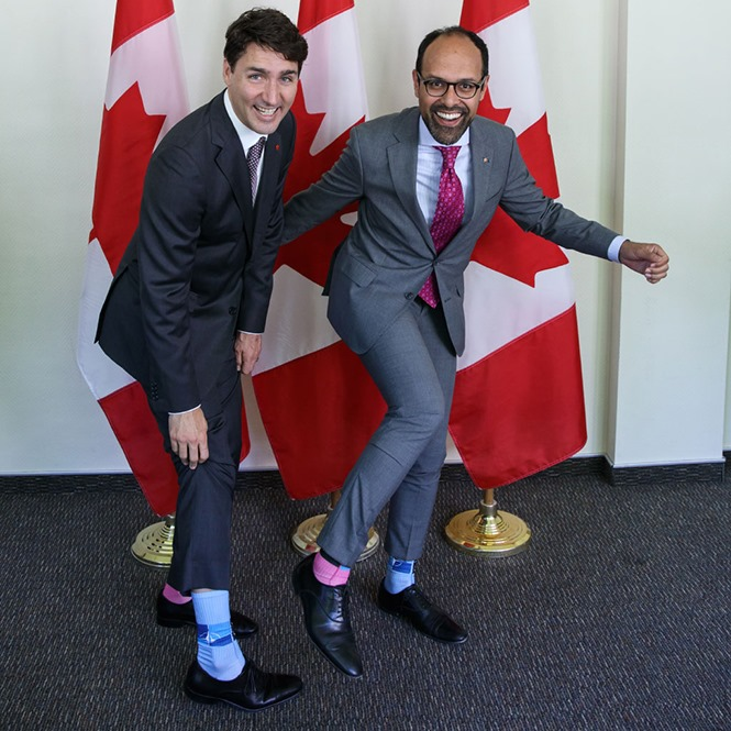 Ведучі Сніданку з 1+1 зробили фото зі шкарпетками, як у Трюдо-Фото 3