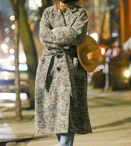 Выбираем универсальное базовое пальто по примеру Кэти Холмс-430x480