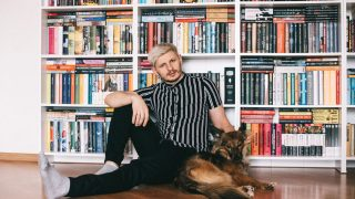 #bookshelfy: Сергія Мартинюка, лідера гурту «Фіолет», письменника-320x180