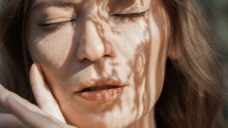 Про що жінка мовчить: Alloise, співачка, авторка проєкту Vchasno-320x180