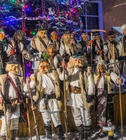 Три Маланки: Ukraїner показав традиційні святкування 13 січня-430x480