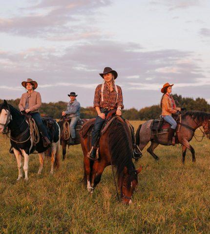 Об'їхати Америку і побудувати власне ранчо на Галичині-430x480