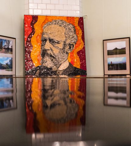 Як роботи Пікассо та Малевича опинились у Пархомівці-430x480