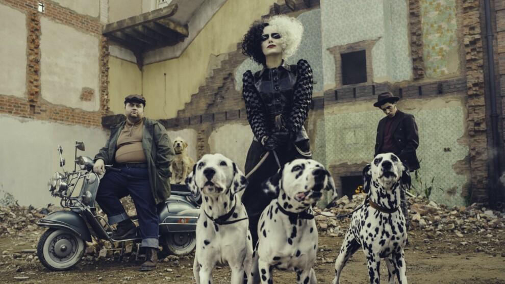 Вышел официальный постер с Эммой Стоун в образеКруэллыДеВиль-Фото 1