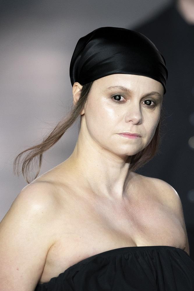 Красавица-душа: 5 актуальных способов носить косынку зимой 2021-Фото 6
