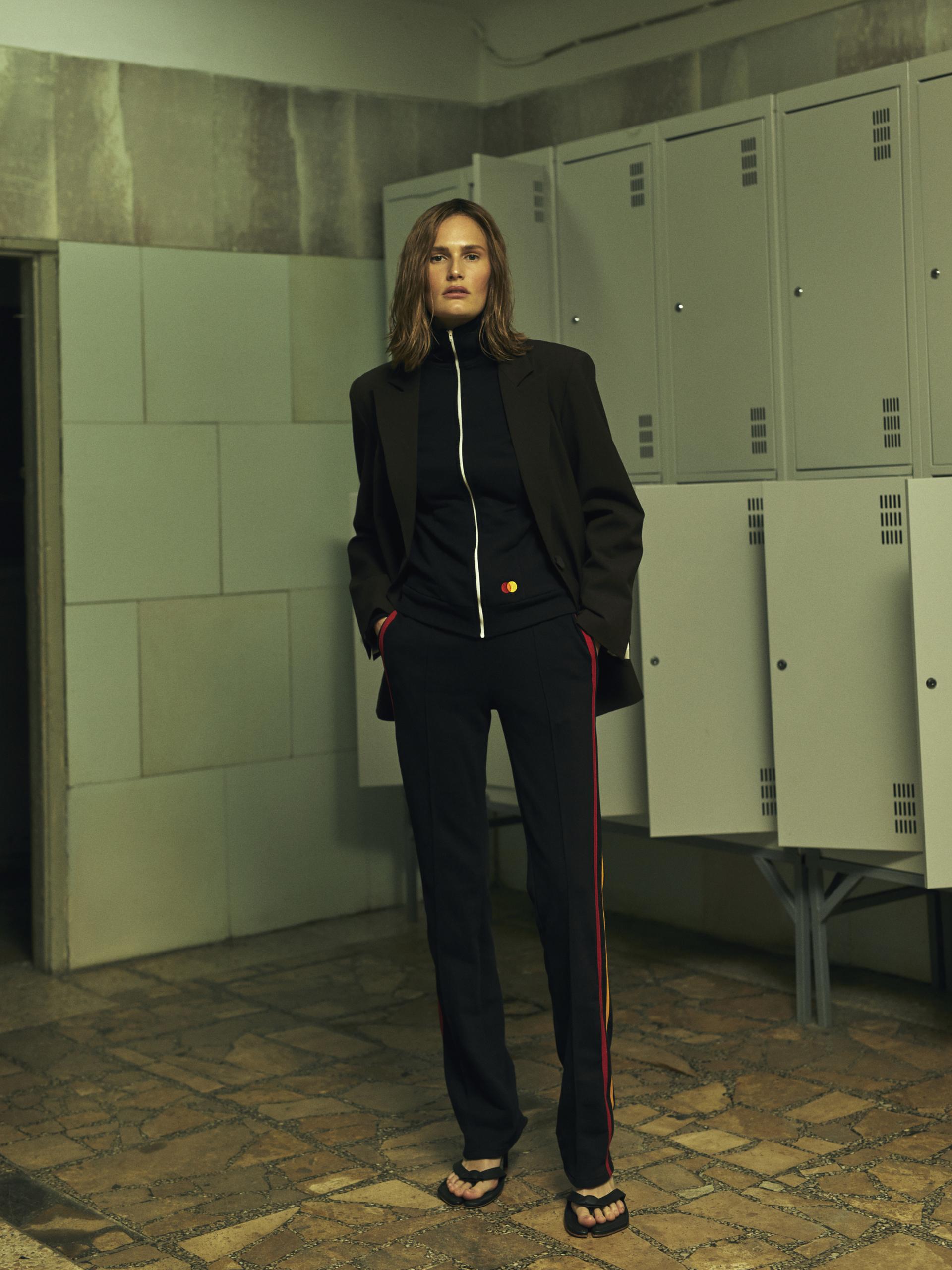 Mastercard і BEVZA представили капсульну колекцію одягу та аксесуарів-Фото 7