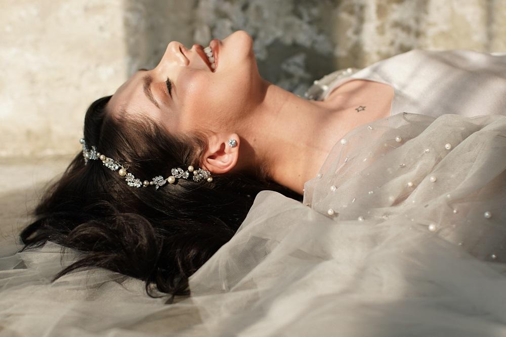 Digital-обложка Marie Claire: Бразильская модель Camila Luz примеряет свадебные платья из новых коллекций-Фото 2