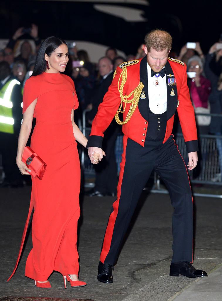 Леди в красном:РебелУилсон примерила платье, как у МеганМаркл-Фото 2