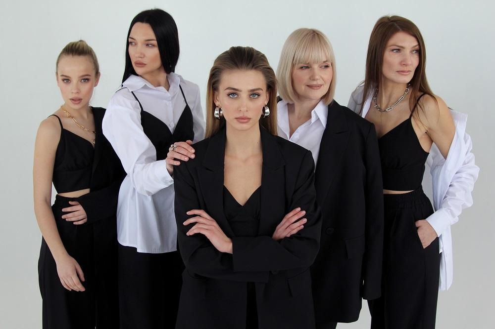 Мода проти ейджизму: One by One випустив капсульну колекцію «NEW.ME»-Фото 1