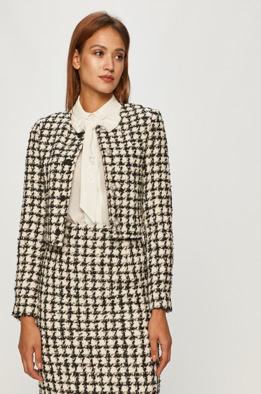 Любимая деталь гардероба Кейт Миддлтон — яркий тренд весны 2021-Фото 5