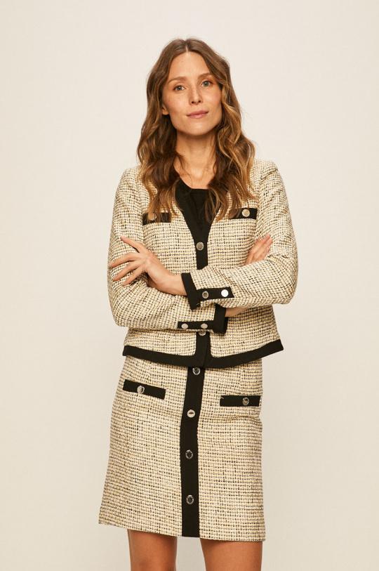 Любимая деталь гардероба Кейт Миддлтон — яркий тренд весны 2021-Фото 6