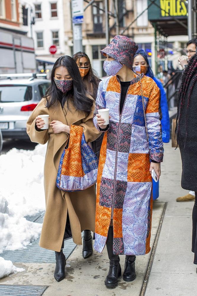 Fashion-обзор: Главные тренды streetstyle на Неделе моды в Нью-Йорке зима 2021-Фото 3