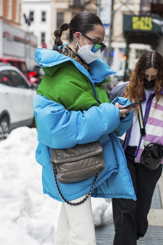 Fashion-обзор: Главные тренды streetstyle на Неделе моды в Нью-Йорке зима 2021-Фото 4