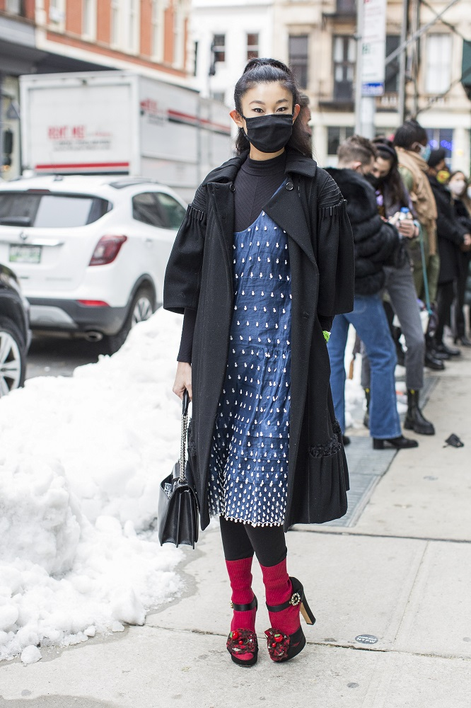 Fashion-обзор: Главные тренды streetstyle на Неделе моды в Нью-Йорке зима 2021-Фото 5