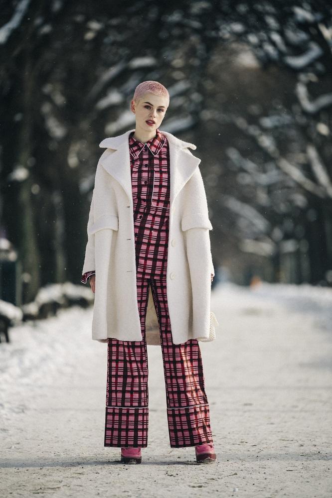 Главные трендыstreetstyleна Неделе Моды в Стокгольме зима 2021-Фото 7
