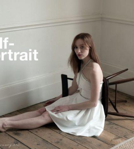 """Звезда """"Бриджертонов"""" стала моделью и появилась в дебютной рекламной кампании-430x480"""