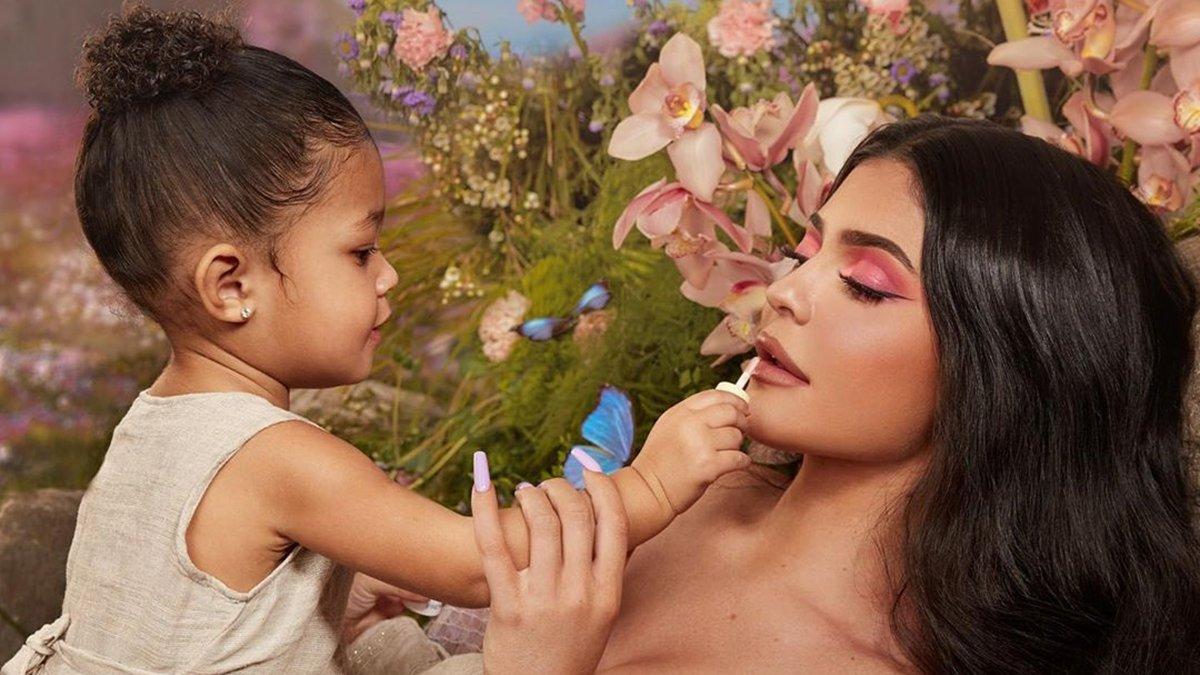 Кайли Дженнер поздравила с днем рождения дочьСторми-Фото 1