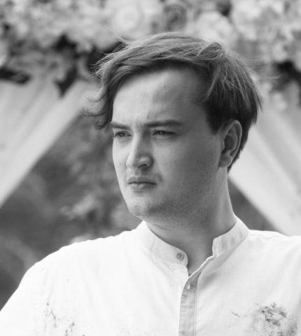 Чоловік говорить: В'ячеслав Хостікоєв, актор-430x480