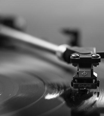 Как учить английский по песням: топ-5 советов-430x480