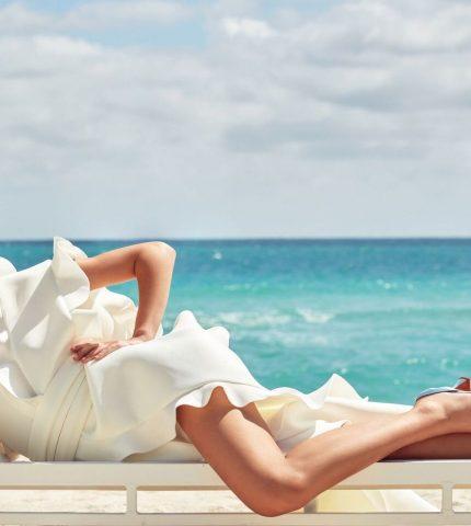 На берегу моря: История весенней digital-обложки Marie Claire-430x480