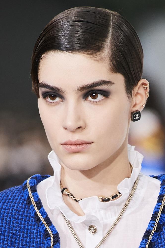 История с подиума: 11 трендов в макияже сезона «весна-лето» 2021 года-Фото 1