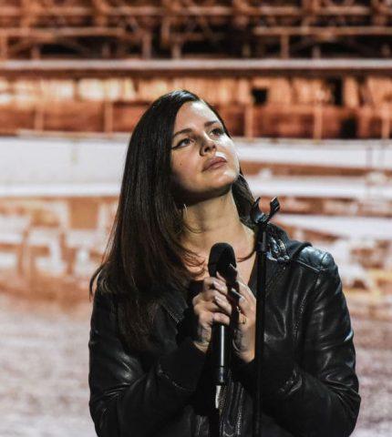 Лана Дель Рей рассказала, после смерти какой исполнительницы, захотела бросить петь-430x480