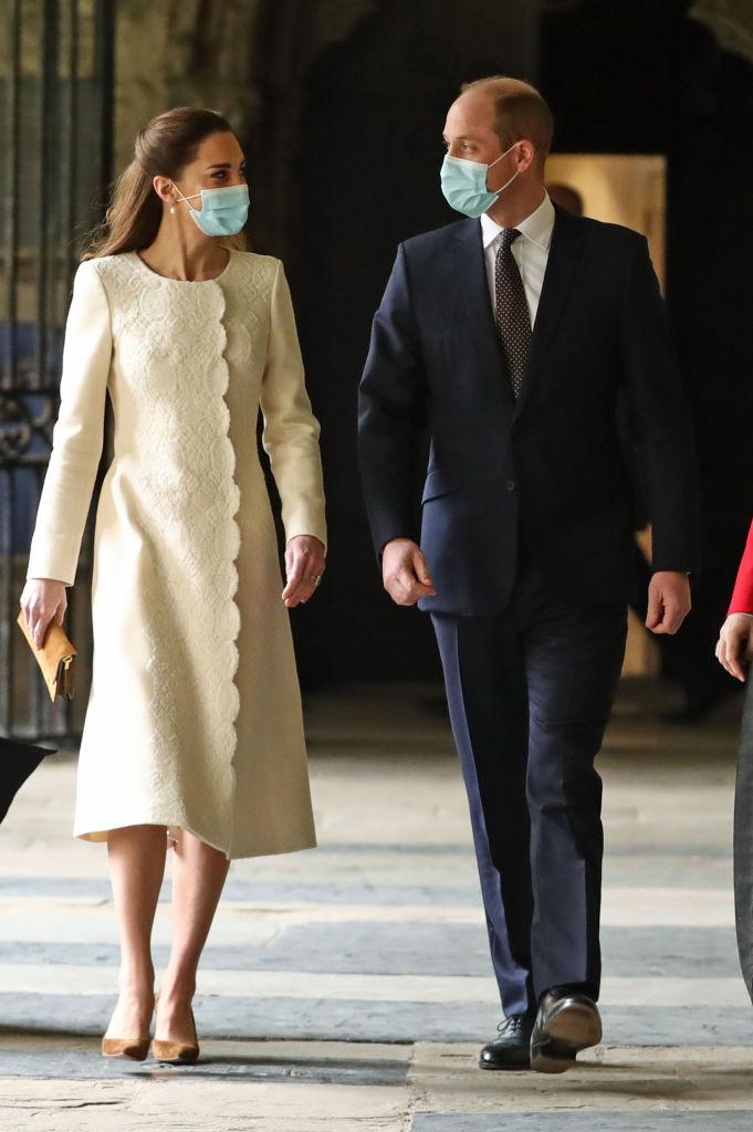 Минута ностальгии: Кейт Миддлтон и принц Уильям повторили свадебное прибытие в Вестминстерское Аббатство-Фото 1