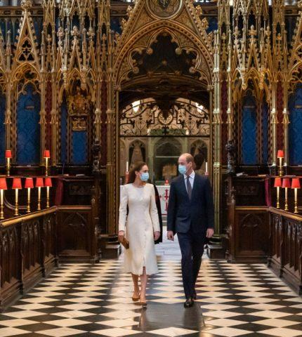 Минута ностальгии: Кейт Миддлтон и принц Уильям повторили свадебное прибытие в Вестминстерское Аббатство-430x480