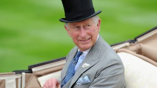 Реакция принца Чарльза на ТВ-разговор герцоговСассекскихс Опрой Уинфри-320x180