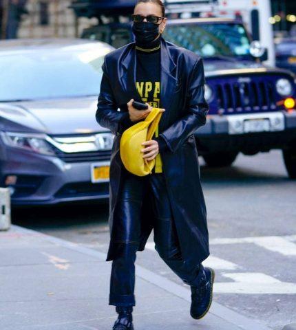 У тренчі з екошкіри від українського бренду GASANOVA: Ірина Шейк на прогулянці в Нью-Йорку з дочкою Леєю-430x480