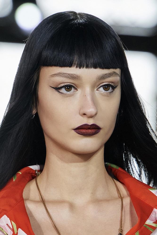 История с подиума: 11 трендов в макияже сезона «весна-лето» 2021 года-Фото 8