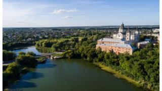 Слідами Ukraїner: топ-5 місць для подорожі Волинню-320x180