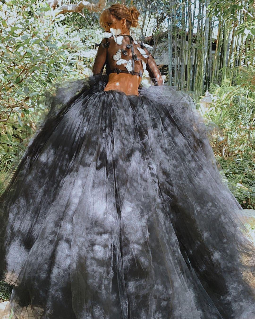 Холли Берри показала драматичный образ для красной ковровой дорожки-Фото 2