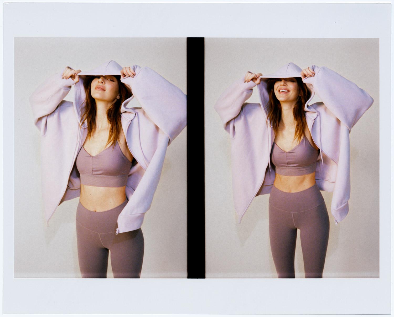 КендаллДженнер в новой рекламной кампанииAloYoga, образы для которойстилизировалалично-Фото 3
